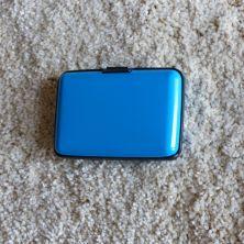 Tarjetero azul claro